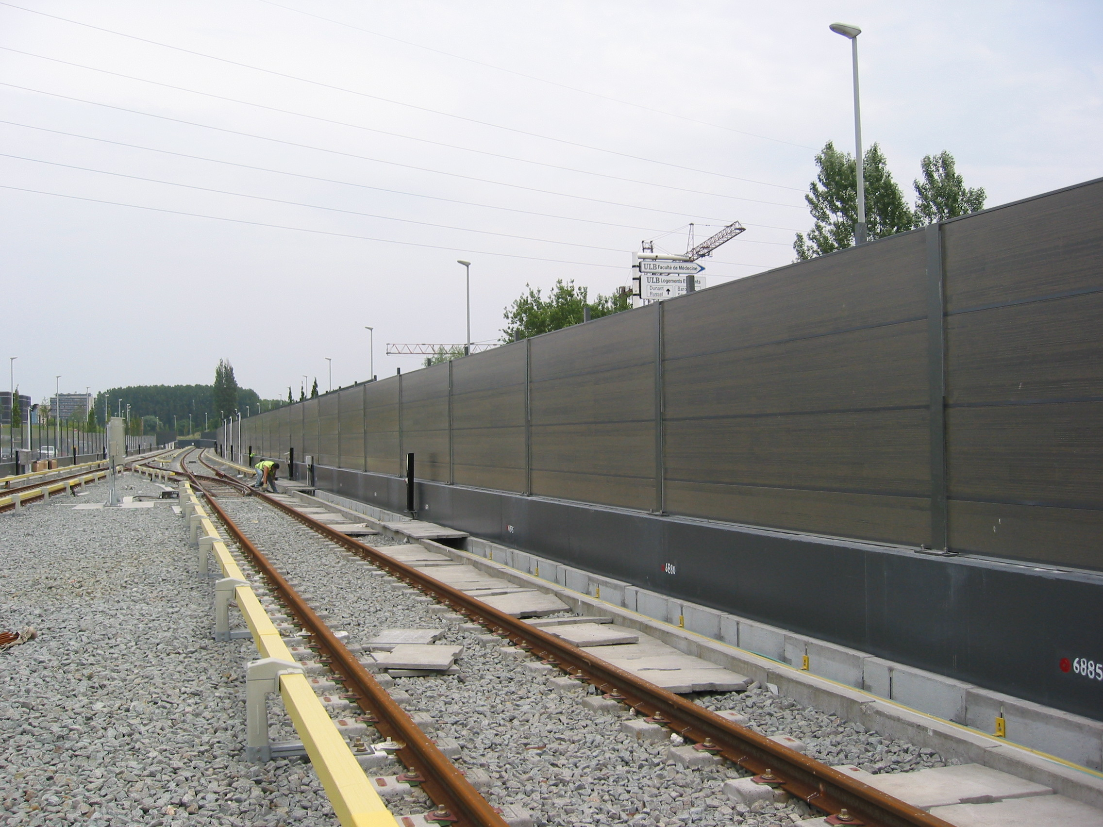 noise barriers Road & highway noise barriers for dot projects that deal with urban and residential areas learn about our highway noise abatement service.